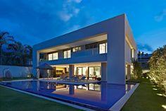 Casa no Clube dos Caçadores -BH : Casas modernas por Lanza Arquitetos