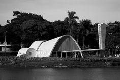 https://flic.kr/p/66Lc51 | Igrejinha da Pampulha | Igreja São Francisco de Assis, faz parte do complexo turístico da Pampulha. hoje em dia, existe uma missa que é celebrada aos domingos às 11:00 hs. Foi projetada por Oscar Niemeyer e suas curvas retratam as montanhas das Minas Gerais.