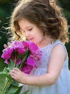 cute baby girl with flower Cute Baby Girl Images, Cute Baby Pictures, Flower Pictures, Baby Photos, Cute Girls, Flowers Pics, Beautiful Little Girls, Cute Little Baby, Beautiful Children