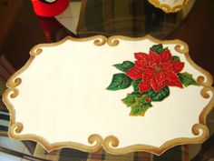 Individuales navideños 2 Christmas Cushions, Cutwork Embroidery, Penny Rugs, Christmas Paintings, Winter Christmas, Christmas Ideas, Merry Christmas, Fabric Painting, Christmas Decorations