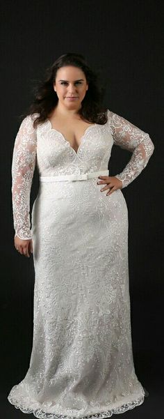 Lace fitted plus size gown with long sleeves. Milena. Studio Levana