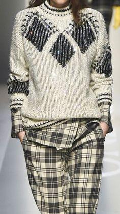 Свитер с подиума Knitwear Fashion, Knit Fashion, Sweater Fashion, Fashion Outfits, Womens Fashion, Moda Crochet, Pullover Mode, Knitting Accessories, Minimal Fashion