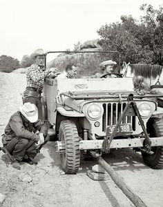 Nellybelle, the 1946 from the Roy Rogers Show. What's interesting about this photo is that it shows the adapter on the hub so dual front wheels could be run. Who Known Roy Roger would make my List of Badassess. Jeep Cj, Old Jeep, Jeep Willys, Midget Submarine, Warriors Standing, Jeep Garage, Utility Truck, Jeep Parts, Roy Rogers