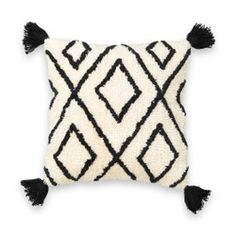 This geometric-style cushion cover is finished with corner tassels and a fluffy feel for comfort and style. Geometric Cushions, Boho Cushions, Cushions On Sofa, Printed Cushions, Cushion Cover Designs, Cushion Covers, Pillow Covers, Cali, Burlap Pillows