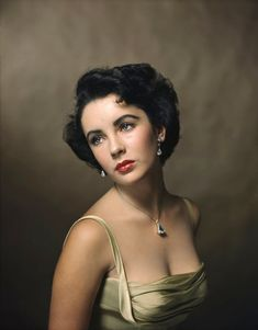 On what would have been Elizabeth Taylor's birthday — the actor, born Feb. died in 2011 — LIFE looks back on one of the most iconic portraits ever captured of her by the great Philippe Halsman. This photo was taken in October of Hollywood Glamour, Old Hollywood, Hollywood Cinema, Hollywood Fashion, Yousuf Karsh, Viejo Hollywood, Philippe Halsman, Famous Portraits, Celebrity Portraits