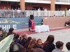 San Nicolás de Myra es el colegio al que fuimos. Estuvimos allí la mayoría de los días, y Podermos ir a clase con nuestro hermano o hermana. San Nicolás de Myra es un colegio religioso tienen celebraciones como la de la foto.