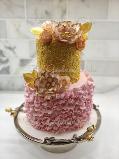 SUGAR FLOWER AND LEAF COMBINATIONS Hand crafted sugar flower ideal for weddings and bridal shower cakes. Each bloom and its petal has been given meticulous detail. Simply place the sugar flowers on your wedding or celebration cake to add a dramatic and elegant focal point. Colors