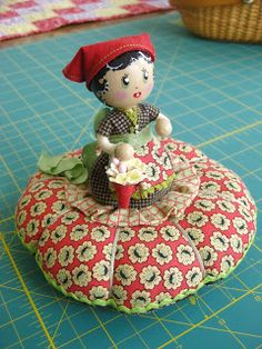 Piccalillidays.blogspot.com/2012/04/made-lily-step-15.html tutorial for her pincushion dolls!!!