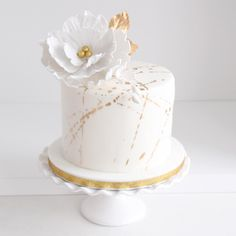 This little, pretty, golden cake for Kim& birthday! - This little, pretty, golden cake for Kim& birthday! Birthday Cake For Women Elegant, Elegant Birthday Cakes, 30 Birthday Cake, Birthday Cakes For Women, Birthday Woman, Elegant Cakes, Birthday Cake Designs, Pretty Birthday Cakes, Pretty Cakes