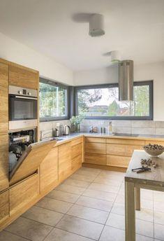 Myčka nahoře OK, celkový dojem OK, ale asi ne celodřevěná kuchyň Kitchen Cabinets Models, Wooden Kitchen Cabinets, Kitchen Models, Home Decor Kitchen, Kitchen Furniture, New Kitchen, Home Kitchens, Grey Kitchen Designs, Modern Kitchen Design