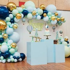 what an incredible set up by of this vintage hot air balloon theme first birthday custom balloon garland plinths by photography Balloon Garland, Balloon Decorations, Birthday Party Decorations, Party Themes, Air Balloon, Theme Parties, Baby Shower Parties, Baby Shower Themes, Baby Boy Shower