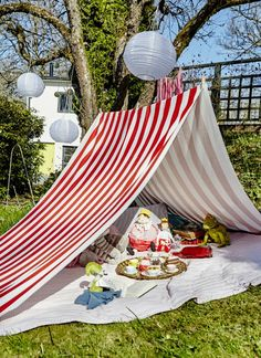 Create a mini 4th of July picnic for your little ones and their friends! The red and white stripes in IKEA SOFIA fabric add a traditional and festive touch to your Independence Day.