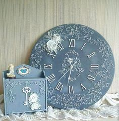 Clock Craft, Diy Clock, Funky Painted Furniture, Shabby Chic Furniture, Wooden Jewelry Boxes, Wooden Boxes, Fabric Painting, Painting Words, Painted Picture Frames