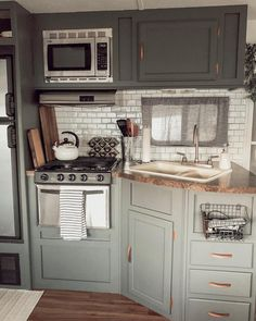 31 Stunning RV Interior Remodelling Ideas (With Pictures!) – Vehicle HQ - 31 Stunning RV Interior Remodelling Ideas (With Pictures! Kombi Home, Camper Makeover, Camper Renovation, Remodeled Campers, Rv Living, Living Room, My New Room, Tiny House, Travel Trailers