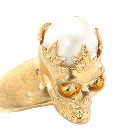 Alexander McQueen Skull Ring Pearl #accessories  #jewelry  #rings  https://www.heeyy.com/suggests/alexander-mcqueen-skull-ring-pearl-gold/