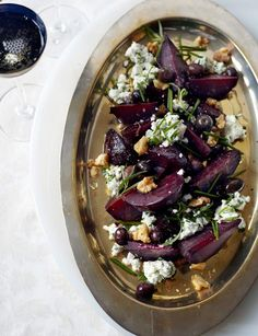 Baked beets with goats' cheese, toasted walnuts and olives - a gorgeous summer salad