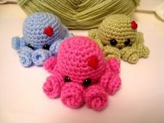 Chibi octopus crochet pattern. Love the little twirly legs! A very easy pattern and very fun to follow.