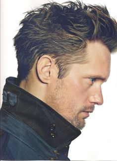 Alexander Skarsgard- who ever did his hair for this photo needs to be his personal hair stylist because this is the best this guys hair has EVER looked. >This might be a good hairstyle my hubby can try! Mens Modern Hairstyles, Boy Hairstyles, Celebrity Hairstyles, Japanese Hairstyles, Korean Hairstyles, Eric Northman, Hair And Beard Styles, Short Hair Styles, Look Man