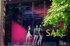 Волнующий и броский дизайн витрины магазина Aizone