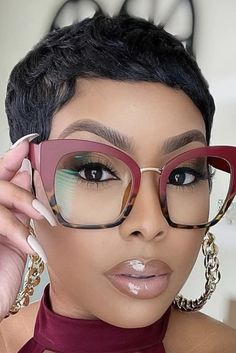 Glasses Frames Trendy, Funky Glasses, Girls With Glasses, Eyeglasses For Women, Sunglasses Women, Eyewear Trends, Oversized Glasses, Thick Girl Fashion, Iconic Dresses