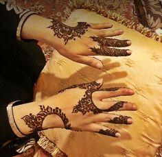 Pretty arabic design #henna