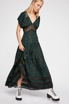 5fb0a5d8446 33 Gorgeous Maxi Dresses to Cure Your End-of-Summer Blues