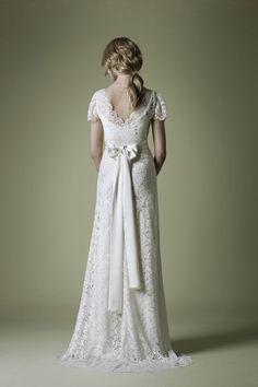 Vacker spetsklänning inspirerad av 1930-talet.