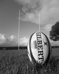 Rugby is like the football of France. Although they might not be the top rugby country they do have a pretty solid team. Rugby League, Rugby Players, Photo Rugby, Ballon Rugby, Rugby Wallpaper, Rugby Quotes, Rugby Girls, Boys, Rugby Sport