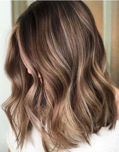 Classic softly waved lob with natural blonde ombré balayage. fabulous hair color ideas for medium, long hair - ombre, balayage hairstyles Brown Hair Balayage, Brown Blonde Hair, Hair Color Balayage, Ombre Hair, Balayage Brunette, Fall Balayage, Blonde Color, Hair Dye, Balayage Hair Caramel