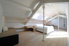 Una suite leggera, luminosa ed elegante. Un'estetica semplice e pulita, ma di alto livello, che punta ad un comfort dal minimalismo raffinato. Design Hotel, Bologna, Comfort, Stairs, Loft, Interior Design, Bed, Furniture, Home Decor