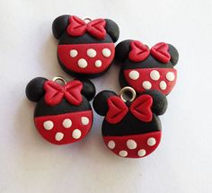 Artículos similares a Minnie or Mickey charms - polymer clay handmade charms en Etsy