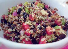 Insalata di quinoa e fagioli neri all'arancia, piatto unico vegetariano fresco e nutriente