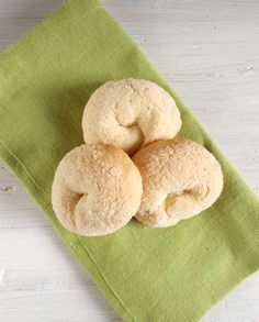 Wine cookies ciambelle al vino, a delicious crunchy not too sweet Italian fall cookie, made with white wine. Fast and easy. Italian Bakery, Italian Pastries, Italian Desserts, Just Desserts, Italian Recipes, Delicious Desserts, Italian Snacks, Italian Dishes, Wine Cookies