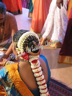 With the importance of wedding themes established, it is vital that wedding cakes match the theme. Indian Wedding Hairstyles, Bride Hairstyles, Indian Wedding Flowers, Hair Hacks, Hair Tips, Mehndi Images, Themed Wedding Cakes, Hair Decorations, South Indian Bride