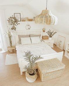 Room Ideas Bedroom, Home Decor Bedroom, Bedroom Tv, Bedroom Furniture, Bedroom Designs, Furniture Design, Bedroom Decor Natural, Vintage Bedroom Decor, Airy Bedroom