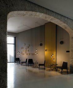 A iluminação ambiente confere aos espaços um ar intimista. Venha até à Stoc Casa escolher os candeeiros que gostava de ter.