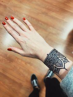 #wristtattoo #girltattoos #mandalas #mandalatattoos #tattoo #blackworktattoo #flowertattoo #tattooartist #tattoodesign