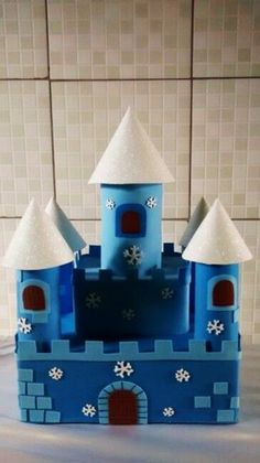 40 Detailed Paper Mache Town And Castle Art Works Valentine Crafts For Kids, Valentine Box, Kids Crafts, Diy And Crafts, Cardboard Castle, Cardboard Crafts, Paper Towel Roll Crafts, Castle Crafts, Snail Craft