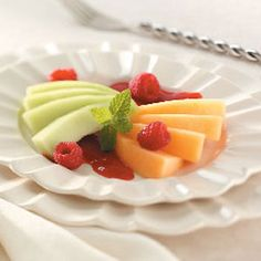 Melon with Raspberry Sauce Recipe -Refreshing melon slices fanned out in a pretty pool of raspberry sauce create a light but elegant ending to any special-occasion meal. Melon Starter Recipes, Melon Recipes, Sauce Recipes, Cooking Recipes, Christmas Canapes, Christmas Starters, Raspberry Sauce, Xmas Food, Great Recipes