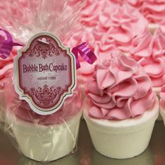 This would be a great idea for the favours. a blue cup cake bath bomb (very bubbly) Soap Cake, Cupcake Soap, Cupcake Favors, Favours, Bath Fizzies, Bath Soap, Bath Salts, Cupcake Bath Bombs, Homemade Bath Bombs