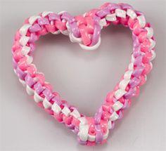Scoubidous... Lanyard Crafts, Bracelet Crafts, Jewelry Crafts, String Crafts, Fun Crafts, Crafts For Kids, Gimp Bracelets, Paracord Bracelets, Plastic Lace Crafts