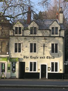 Eagle & Child, Oxford-Where Tolkien and C S Lewis would meet every week and discuss their works. We had the honor to have lunch here.cozy & hyggelig +history.