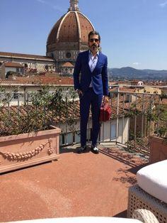 Tive a honra de ser convidado para o jantar de gala em Florença da Montblanc com seu embaixador Hugh Jackman o famoso (Wolverine/Logan)! Aliás meu muito obrigado ao CEO Nicolas Baretzki e toda equipe Montblac Brasil (Cristiane, Juliana, Erika e Nilza) pela viagem, adorei minha suíte presidencial de três andares no Hotel Brunelleschi com jacuzzi no terraço dando vista para a incrível Duomo. O jantar para poucos convidados foi feito nos jardins de uma imponente casa fiorentina para apresen...