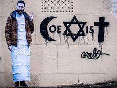 """Depuis une dizaine de jours, le slogan """"Coexist"""" fleurit dans les rues de Paris. Un hommage au travail du street-artist Combo, agressé dans la capitale le 30 janvier..."""
