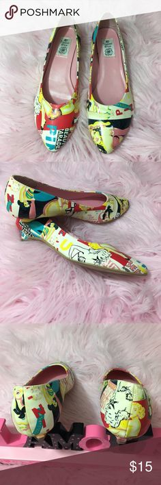 😍 Vintage Summer Rio graphic shoes 😍 😍 Vintage Summer Rio graphic shoes at a fraction of the cost! These have been worn a few times & there's a scuff at the back of the right shoe, but not very noticeable when worn. 😍 Size 8.5 Summer Rio Shoes Flats & Loafers