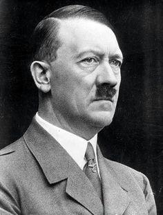 """Hitler declaró al llegar la Segunda Guerra Mundial que quien estuviera al servicio de la patria, podía, a expensas del estado, asistir al Festival, pero durante la guerra, Hitler no volvió casi a Bayreuth. Winifrid Wagner sólo lo vió una vez, en 1941 según ella misma contó: """"Fue la última ocasión que ví a Hitler antes de su muerte"""", dice en sus escritos. """"Nunca me volvió a visitar, ni tampoco yo a él""""."""