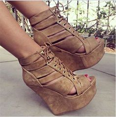 Material:Leather Heel Height:12cm Embellishment:Platform