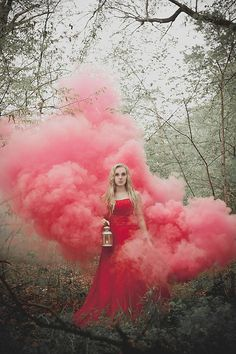 Kreative Fotografie von Leslie Spurlock www. Photography Themes, Creative Photography, Photo Portrait, Portrait Photography, Rauch Fotografie, Kreative Portraits, Smoke Bomb Photography, Halloween Photography, Smoke Pictures