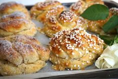 Nattjästa kardemummabullar - Victorias provkök Fika, Something Sweet, Health Remedies, Baking Recipes, Baking Ideas, No Bake Cake, Baked Goods, Sweet Recipes, Bakery