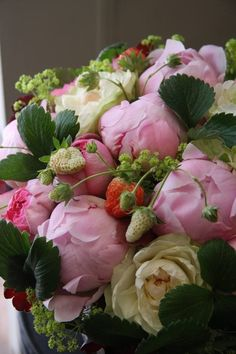 coffeepearlsandpoetry Peonies and wild strawberries flower bouquet Summer Flowers, My Flower, Fresh Flowers, Beautiful Flowers, Deco Floral, Arte Floral, Bouquet Champetre, Bouquets, Hydrangea